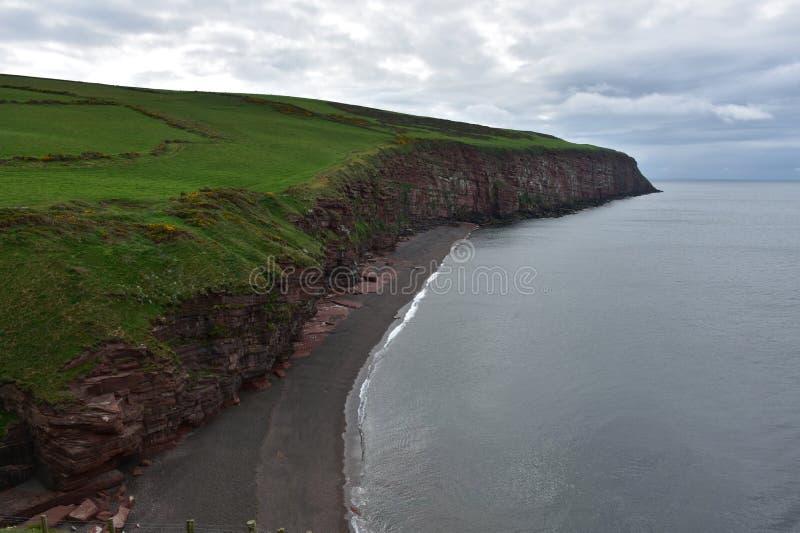 Sceniczni widoki Fleswick zatoka w Zachodnim Cumbria Anglia obraz stock