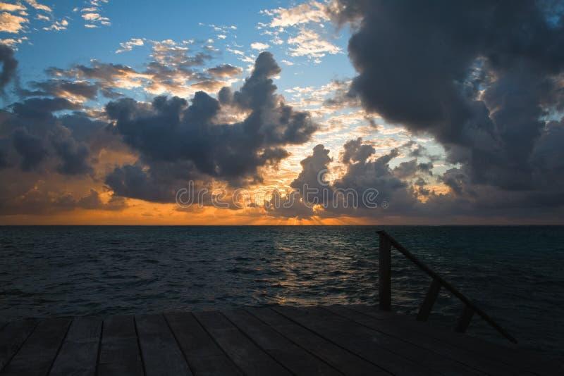 Sceniczni wschód słońca Na Karaibskim wybrzeżu Belize obraz royalty free