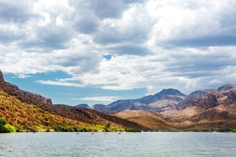 Sceniczny Jar jezioro w Arizona Z Kayakers obraz stock