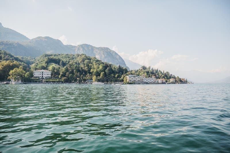 Sceniczny krajobraz nad Jeziornym Como, Włochy, Tremezzo na backgrou obrazy royalty free