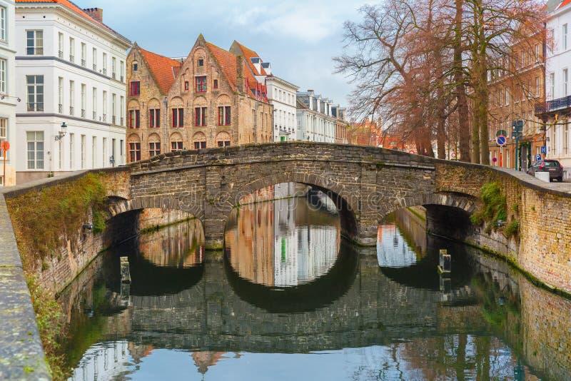 Sceniczny miasto widok Bruges most i kanał obraz royalty free