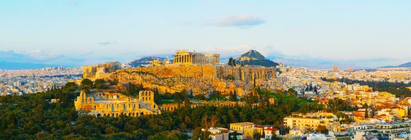 Sceniczny przegląd Ateny z akropolem fotografia stock