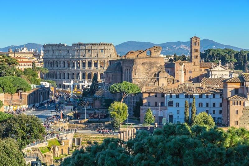 Sceniczny strzał Rzym z Colosseum i Romańskim forum obraz royalty free