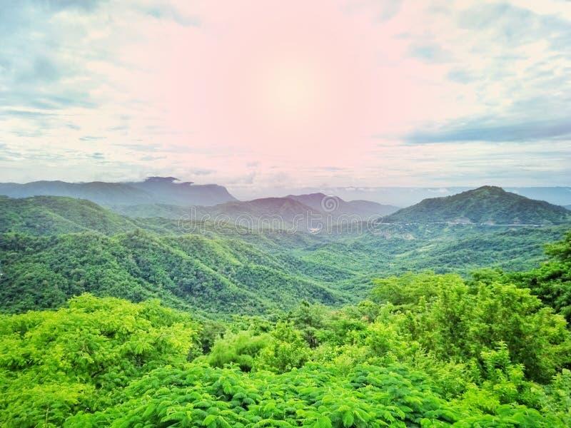 Sceniczny widok dolina i światło słoneczne obraz stock