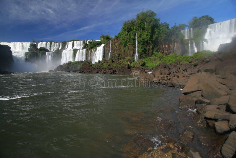 Sceniczny widok iguazu spadki w Argentyna, Brazylia i krajobrazie/ zdjęcia royalty free