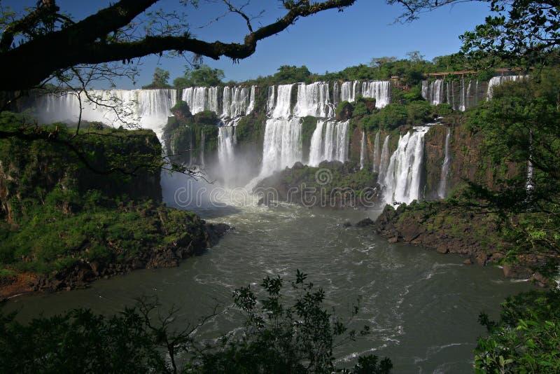 Sceniczny widok iguazu spadki w Argentyna, Brazylia i krajobrazie/ obraz stock