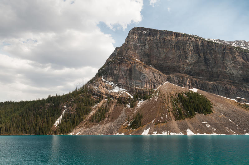 Sceniczny widok Jeziorne Louise góry obraz royalty free