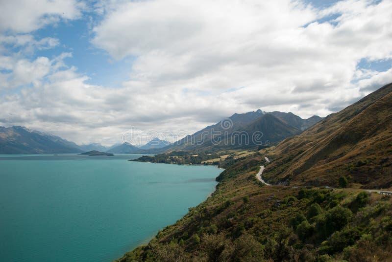 Sceniczny widok Jeziorny Wakatipu, Glenorchy Queenstown droga, Południowa wyspa, Nowa Zelandia obraz stock