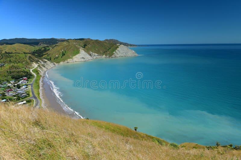 Sceniczny widok Mahia zatoka od Mokotahi punktu obserwacyjnego przy Mahia, w Nowa Zelandia fotografia royalty free