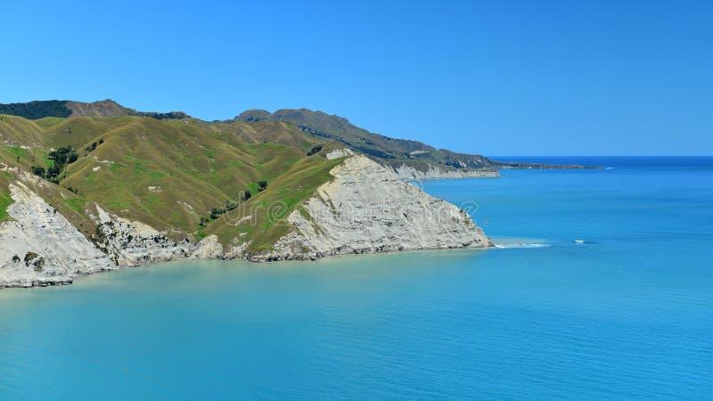 Sceniczny widok Mahia zatoka od Mokotahi punktu obserwacyjnego przy Mahia, w Nowa Zelandia zdjęcia royalty free