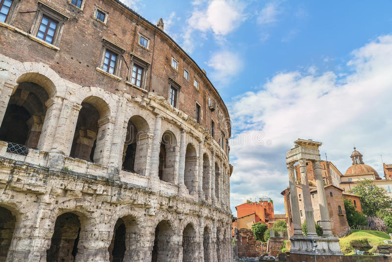 Sceniczny widok na antycznym Romańskim Theatre Marcellus (Teatro Di Marcello) zdjęcie stock