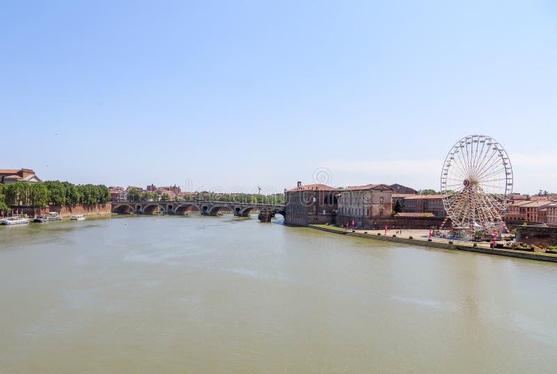 Sceniczny widok obie strony rzeka w Tuluza, Francja obrazy royalty free