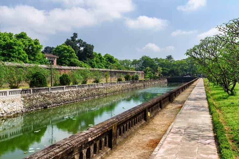 Sceniczny widok otacza cytadelę w odcieniu fosa, Wietnam fotografia stock