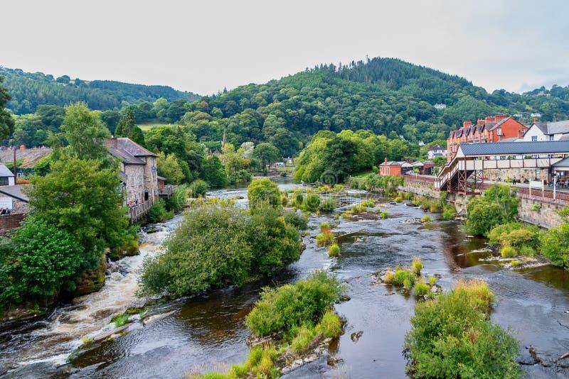 Sceniczny widok rzeczny Dee przy Llangollen zdjęcie royalty free