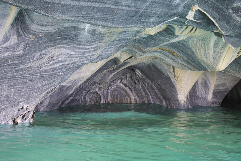 Sceniczny widok skały Capilla De Marmol i jamy obraz royalty free