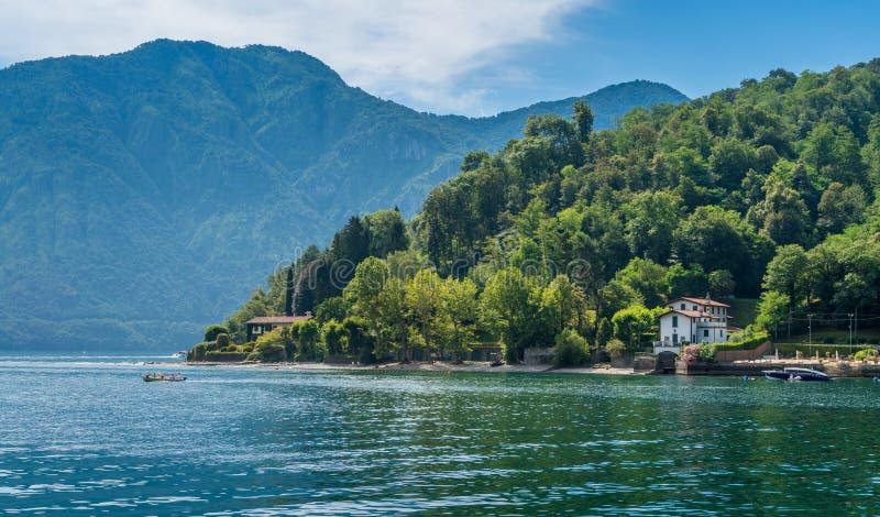 Sceniczny widok w Lennie, piękna wioska przegapia Jeziornego Como, Lombardy, Włochy zdjęcie royalty free