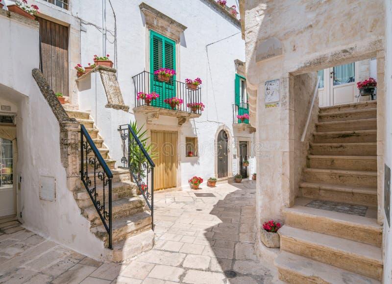 Sceniczny widok w Locorotondo, Bari prowincja, Apulia, południowy Włochy zdjęcie royalty free