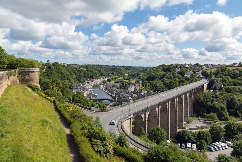 Sceniczny widok wiadukt Przesyłający De Dinan Od Ramparts i Le obrazy stock