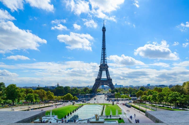 Sceniczny widok wieża eifla, Trocadero uprawia ogródek, Paryż, Francja zdjęcia stock
