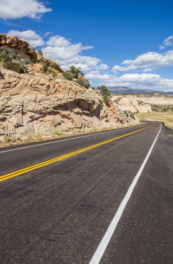 Scenisk byway 12 nära stenblocket i Utah royaltyfri foto