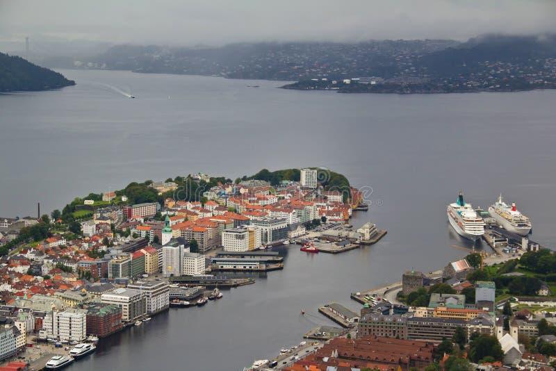 Scenisk flyg- sikt av hamnen i Bergen, Norge arkivbild
