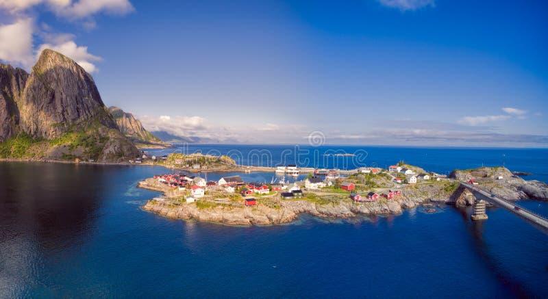 Scenisk by i Norge royaltyfria bilder