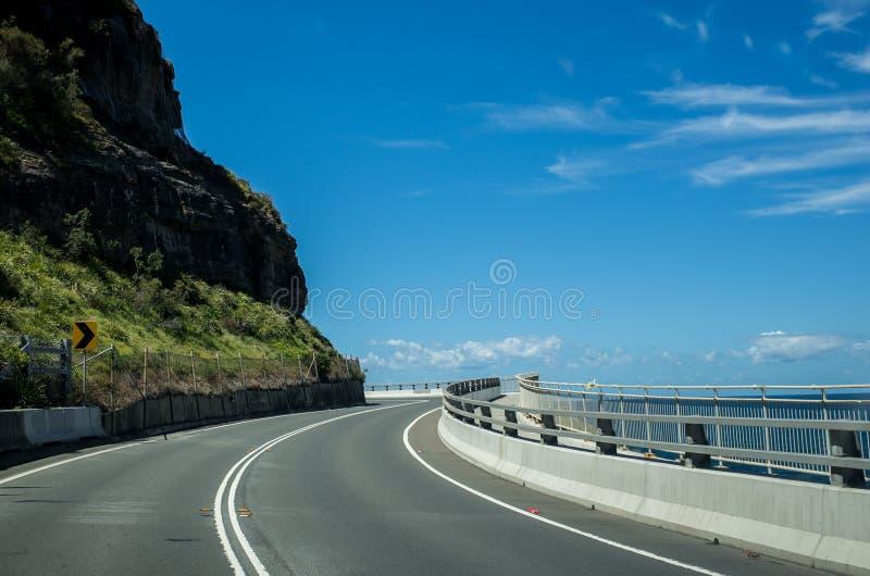 Scenisk kust med havet Cliff Bridge, Wollongong Australien arkivfoto
