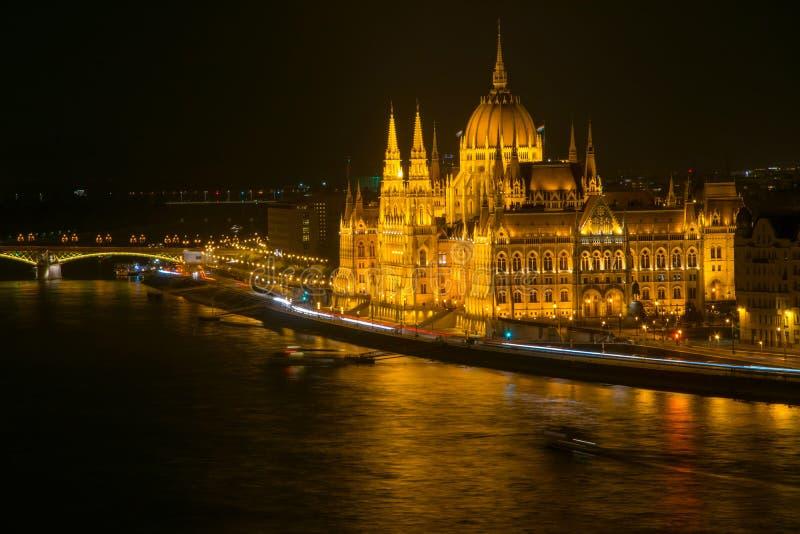 Scenisk nattscape av ungersk parlamentbyggnad i Budapest, Ungern arkivbilder