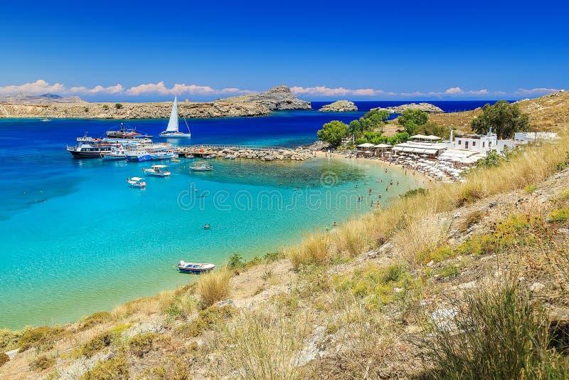 Scenisk Rhodes ö, Lindos fjärd och strand Grekland royaltyfri fotografi