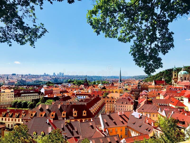 Scenisk sikt av den härliga Prague, Tjeckien royaltyfria bilder