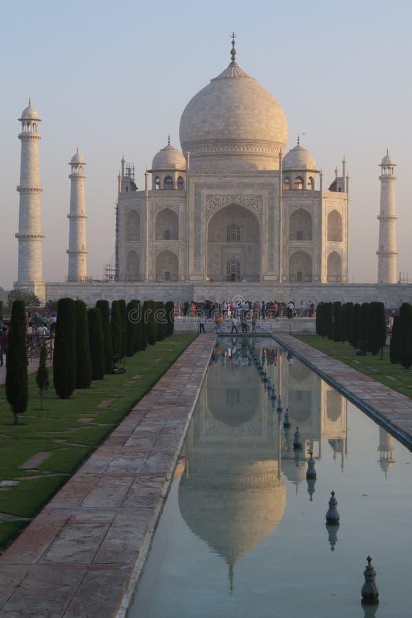 Scenisk sikt av den härliga Taj Mahal royaltyfria bilder