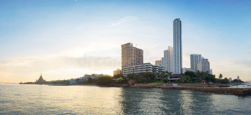 Scenisk sikt av den Pattaya staden i Thailand arkivfoto
