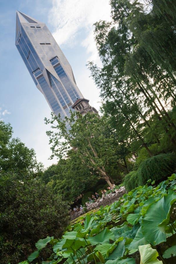 Scenisk sikt av folkparken i det Huangpu området av Shanghai Kina royaltyfri bild