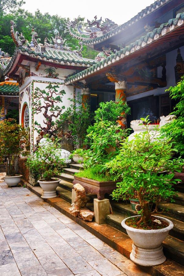Scenisk sikt av Linh Ung Pagoda, marmorbergen, Danang arkivbild