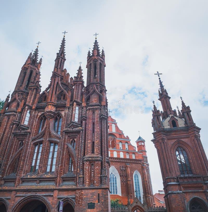 Scenisk sikt av St Anne Church, Vilnius, Litauen arkivfoton