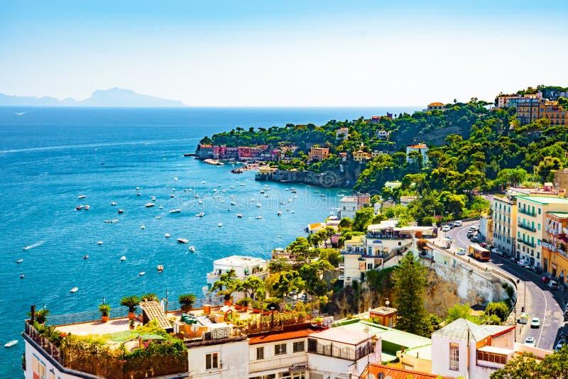 Scenisk sikt för Naples fjärd, Italien royaltyfria foton