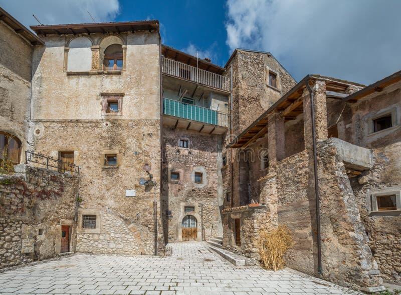 Scenisk sikt i Santo Stefano di Sessanio, landskap av L ` Aquila, Abruzzo, centrala Italien royaltyfri bild
