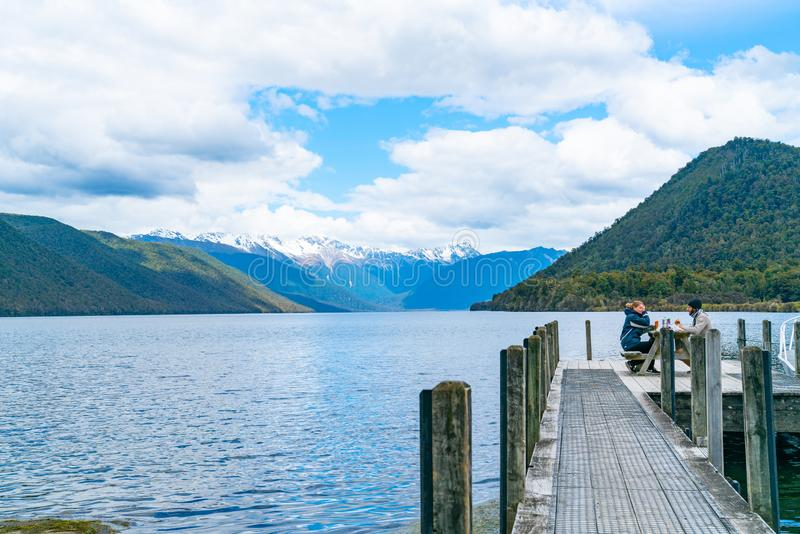 Scenisk sjö Rotoroa i den Nelson Lakes National Park South ön arkivbilder