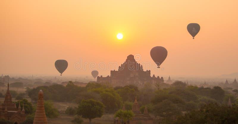 Scenisk soluppgång på Bagan fotografering för bildbyråer