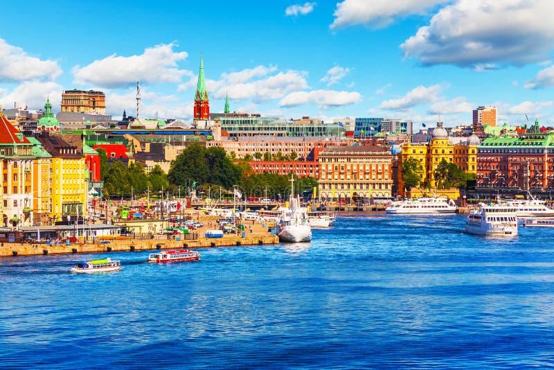 Scenisk sommarpanorama av Stockholm, Sverige arkivbilder