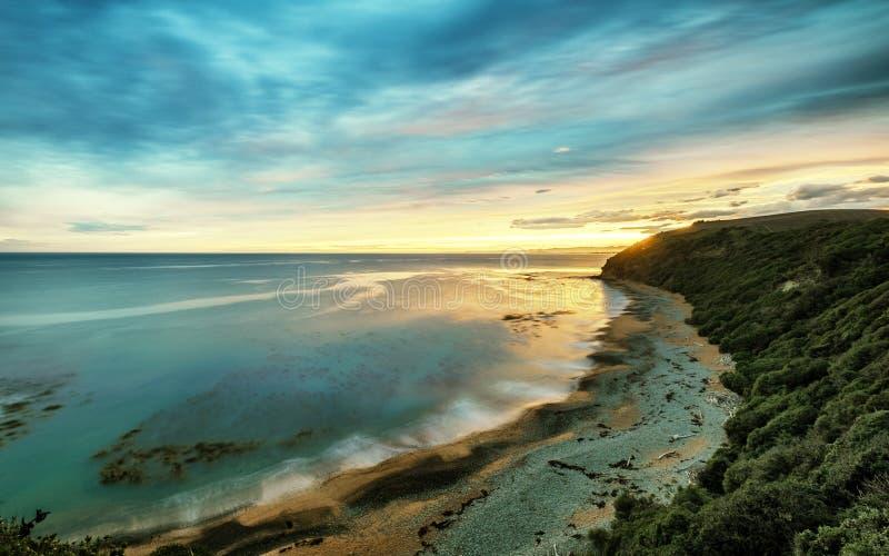 Sceniskt landskap av den tysta stranden Nya Zeeland arkivbilder