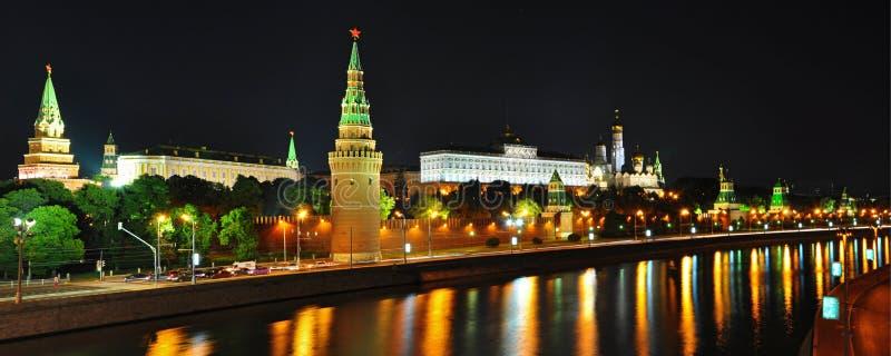 scense för kremlin moscow nattpanorama fotografering för bildbyråer