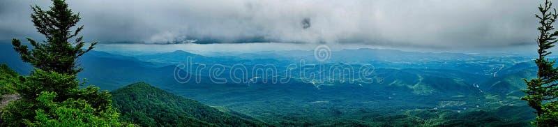 Sceny wzdłuż appalachian śladu w wielkich dymiących górach obrazy stock