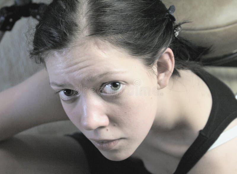 Sceptique de jeune femme images libres de droits