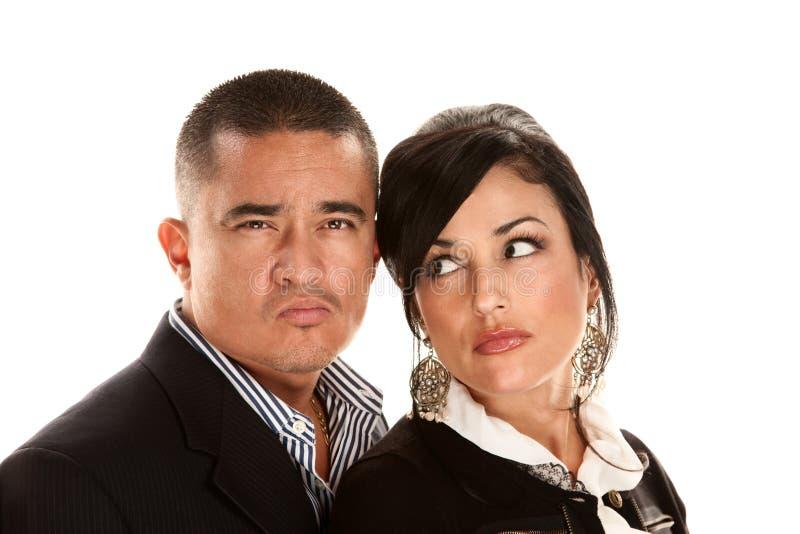 Sceptisch of boos Spaans paar royalty-vrije stock fotografie