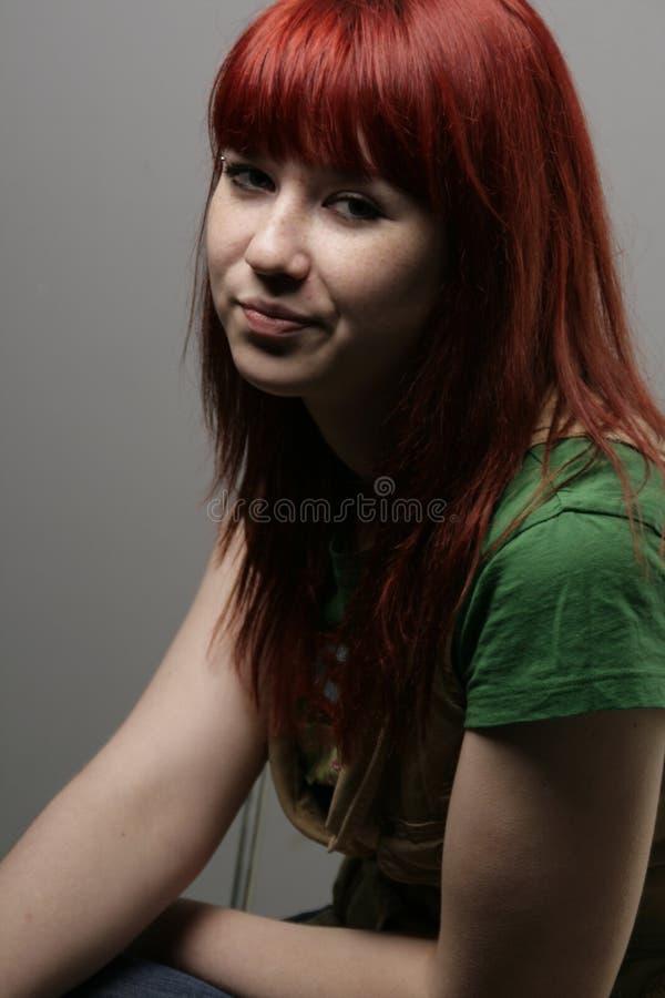 Sceptisch roodharig meisje royalty-vrije stock fotografie