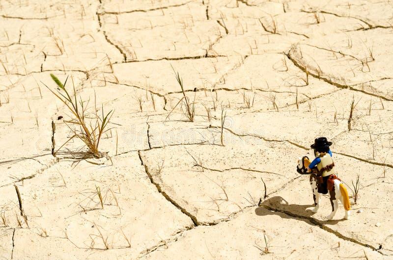 Sceriffo e cavallo di Playmobil che stanno nel deserto fotografia stock libera da diritti