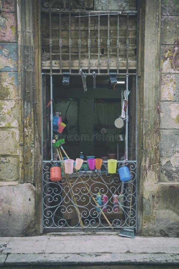 Schäbige alte Havana-Fassade lizenzfreie stockfotografie
