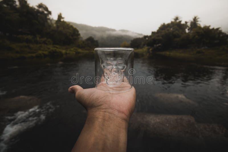 Schädel-Glas lizenzfreies stockfoto