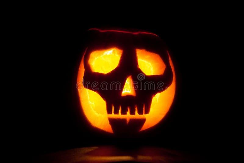 Schädel-Halloween-Kürbis lizenzfreie stockfotos